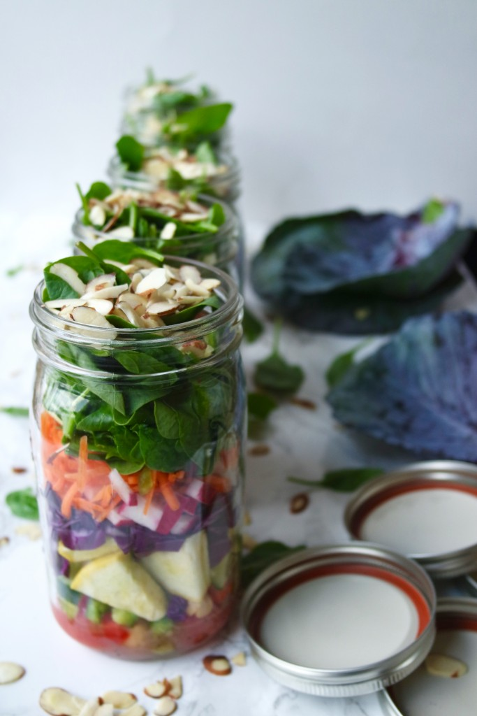 How to Make Mason Jar Salads - A healthy and filling lunch that can be made ahead of time. The perfect lunch!
