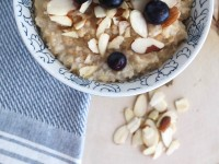 Crockpot Quinoa Oatmeal - the most delicious and easy breakfast made with steel cut oats, quinoa, honey, and vanilla extract! Delicious!