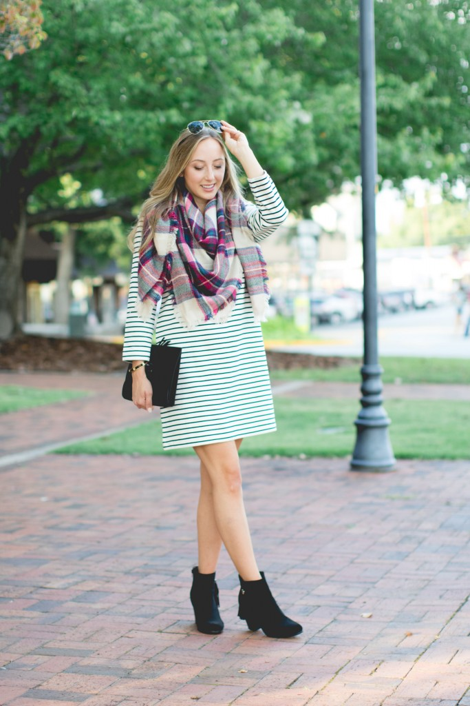 Learn how mixing patterns can create an effortless and chic look!