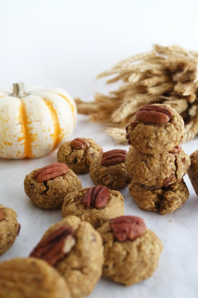 These pumpkin spice breakfast cookies are sweetened with maple syrup and make a delicious and healthy cookie!