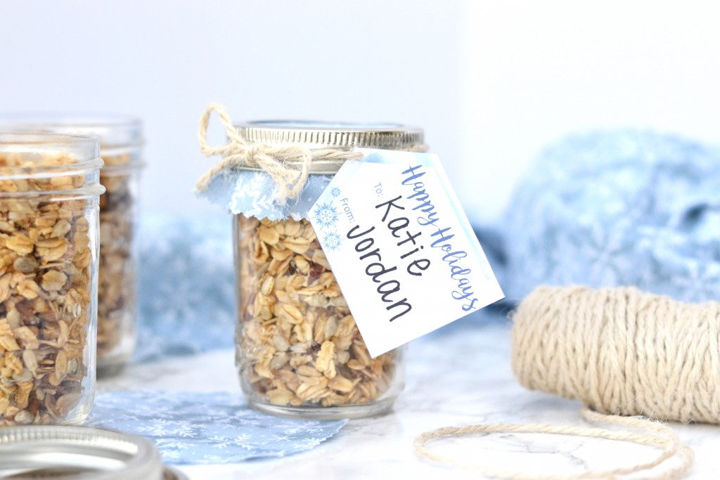 These DIY granola gift jars are amazing homemade gifts that can be made for a few dollars per jar!